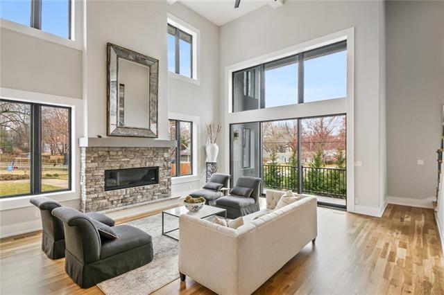 2110 W 73rd Terrace Property Photo - Prairie Village, KS real estate listing
