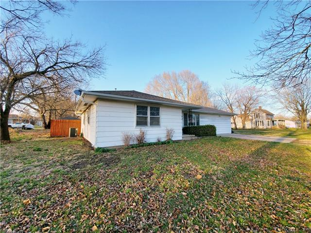 719 E 4th Avenue Property Photo - Garnett, KS real estate listing
