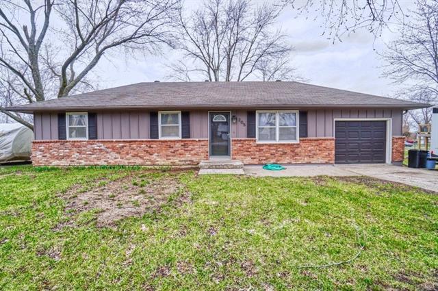 205 Cedarlane Drive Property Photo - Wellsville, KS real estate listing