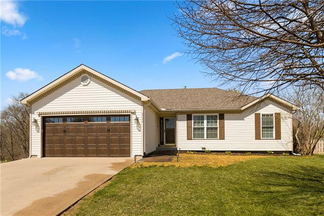 8736 N ARCOLA Court Property Photo - Kansas City, MO real estate listing