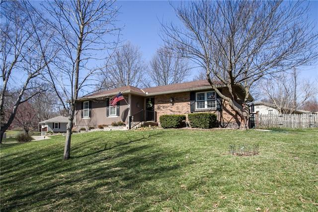 1013 SW Pinto Lane Property Photo - Blue Springs, MO real estate listing