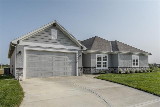 16920 S Heatherwood Street Property Photo - Olathe, KS real estate listing