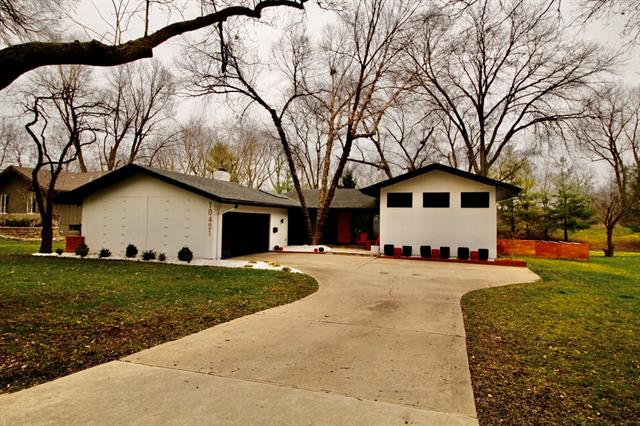 10421 Sagamore Road Property Photo - Leawood, KS real estate listing