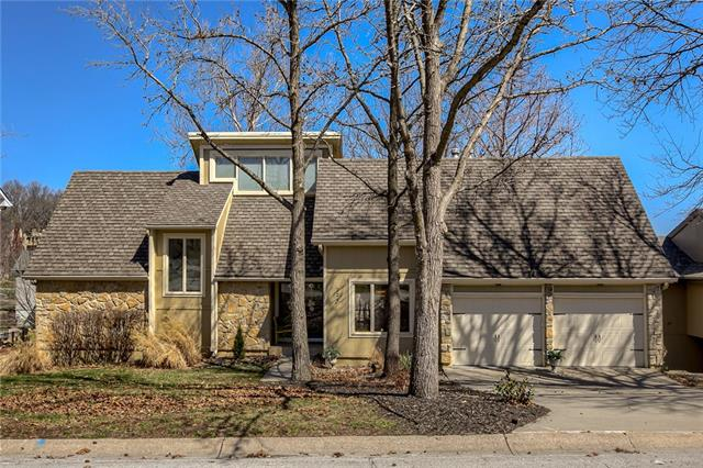 224 NW Locust Street Property Photo - Lee's Summit, MO real estate listing