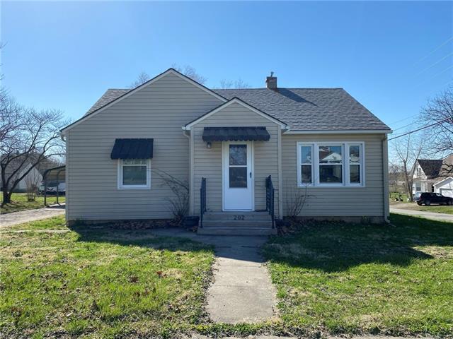 202 S Daviess Street Property Photo - Gallatin, MO real estate listing