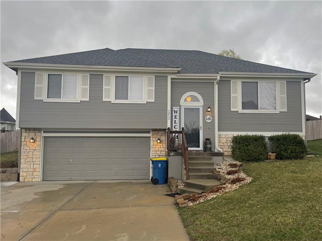 1013 E 15 Street Property Photo - Kearney, MO real estate listing