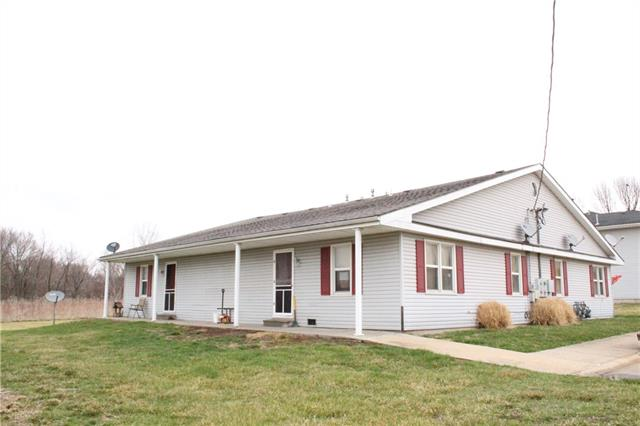 1102 Colonial Drive Property Photo - Lathrop, MO real estate listing