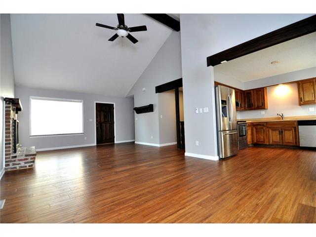 10143 EDELWEISS Circle Property Photo - Merriam, KS real estate listing