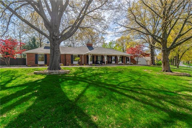9901 Delmar Lane Property Photo - Overland Park, KS real estate listing