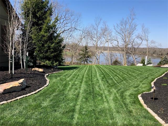 2400 Ne Lake Bluff Court Property Photo 3