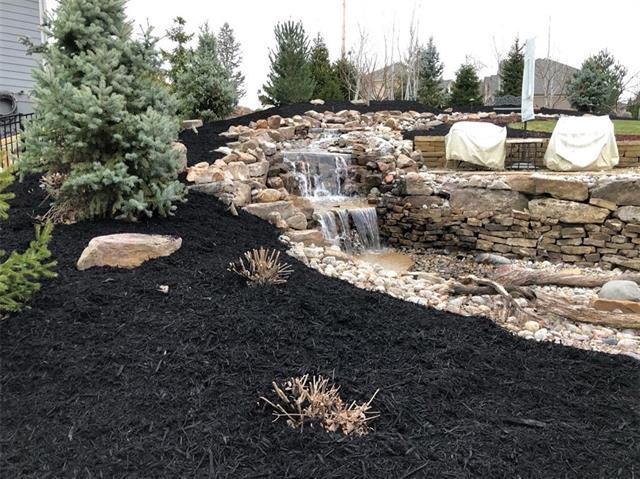2400 Ne Lake Bluff Court Property Photo 4