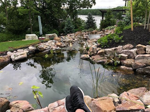 2400 Ne Lake Bluff Court Property Photo 5