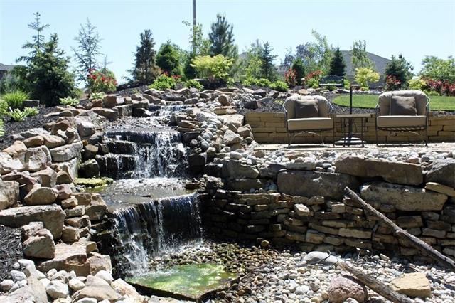 2400 Ne Lake Bluff Court Property Photo 6