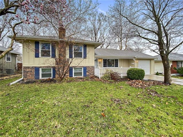 205 S Queen Ridge Drive Property Photo - Independence, MO real estate listing