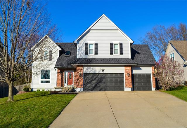 205 SE Carolina Drive Property Photo - Lee's Summit, MO real estate listing