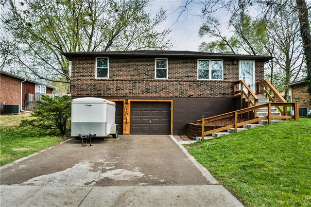5904 NE 45th Street Property Photo - Kansas City, MO real estate listing