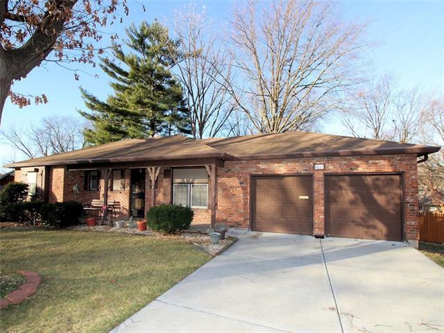 5222 Lucille Lane Property Photo - Shawnee, KS real estate listing