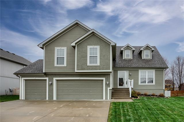905 Crestridge Drive Property Photo - Kearney, MO real estate listing
