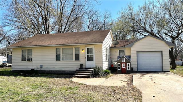 211 W Chestnut Street Property Photo - Rich Hill, MO real estate listing
