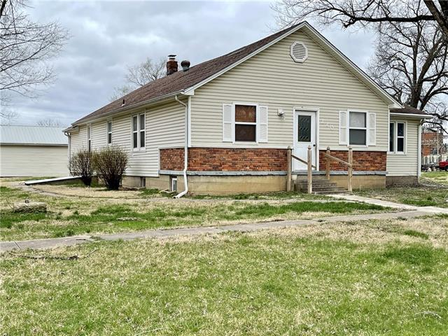 220 S 8th Street Property Photo - Rich Hill, MO real estate listing