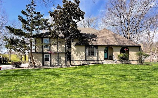 10512 Manor Road Property Photo - Leawood, KS real estate listing