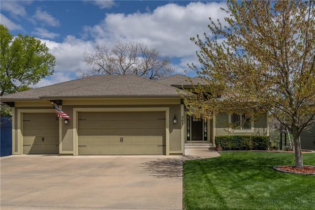 302 Broadmoor Drive Property Photo - Louisburg, KS real estate listing