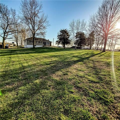 1072 NW 475 Road Property Photo - Centerview, MO real estate listing