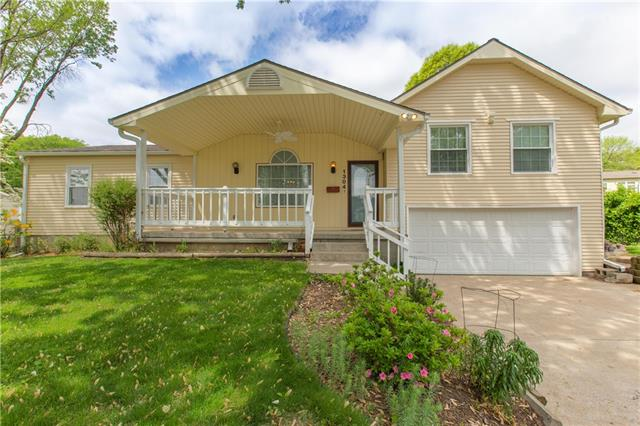 1304 N Viking Drive Property Photo - Independence, MO real estate listing