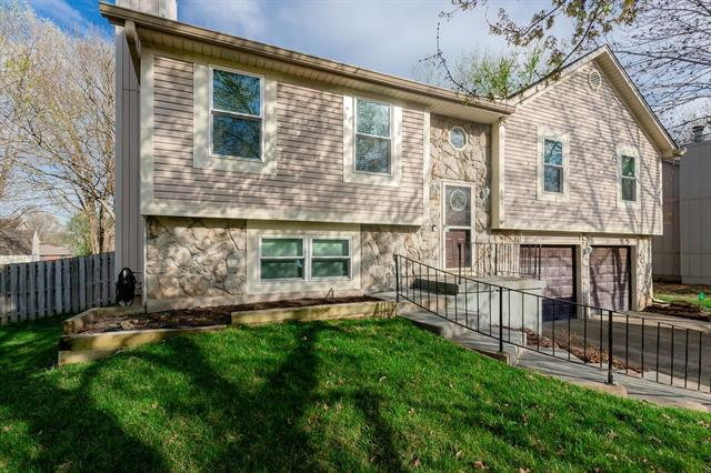 402 Airway Circle Property Photo - Belton, MO real estate listing