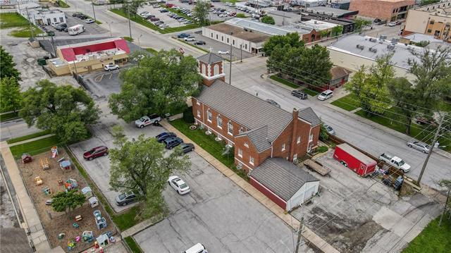 401 Se Douglas Street Property Photo