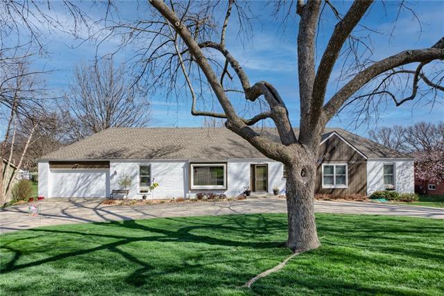 3304 W 99th Street Property Photo - Leawood, KS real estate listing