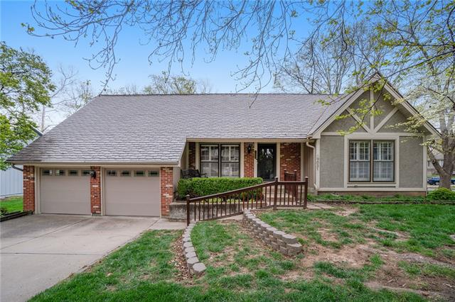 9031 Greenway Lane Property Photo - Lenexa, KS real estate listing