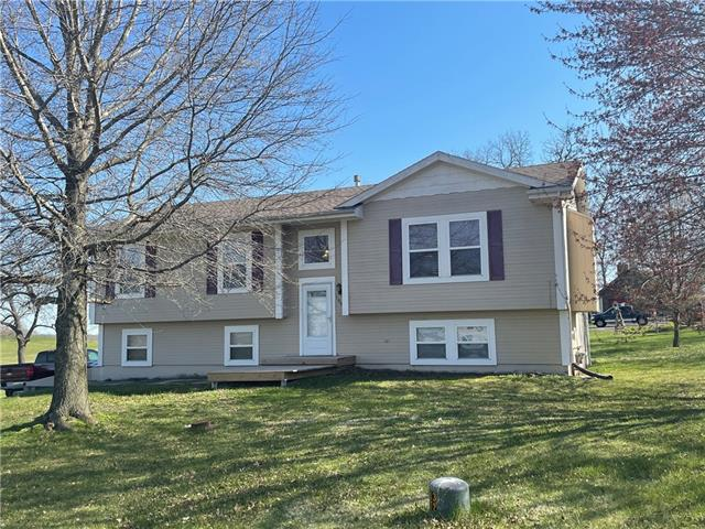 1005 Moore Drive Property Photo - Plattsburg, MO real estate listing
