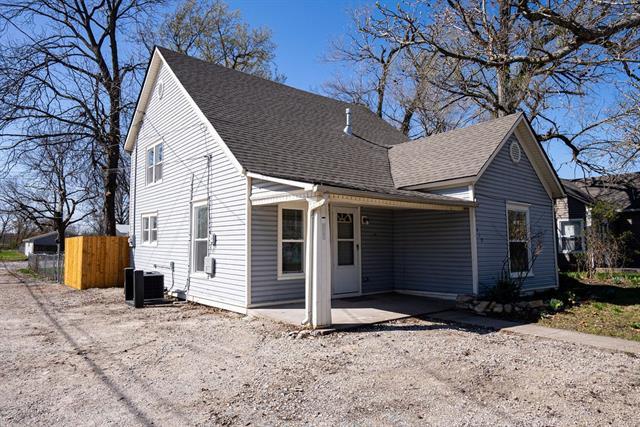 710 E Logan Street Property Photo - Ottawa, KS real estate listing