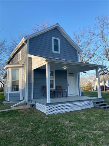 711 Hamilton Street Property Photo - Oskaloosa, KS real estate listing