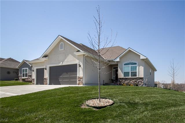312 Crestview Court Property Photo - Raymore, MO real estate listing