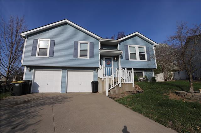 605 Willow Court Property Photo - Lansing, KS real estate listing