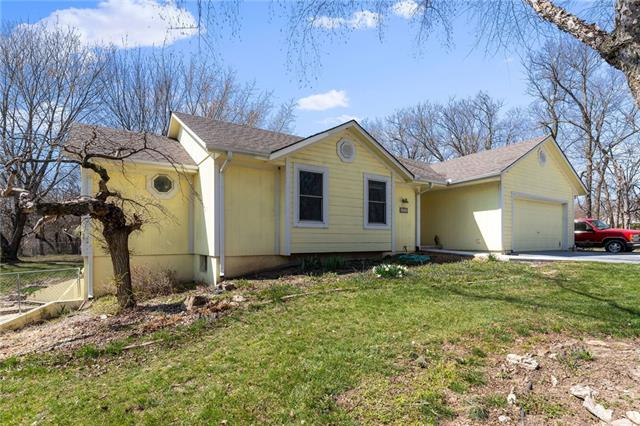 4113 NW Claymont Drive Property Photo - Kansas City, MO real estate listing