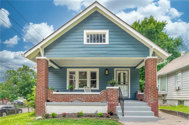 300 N Oakley Avenue Property Photo