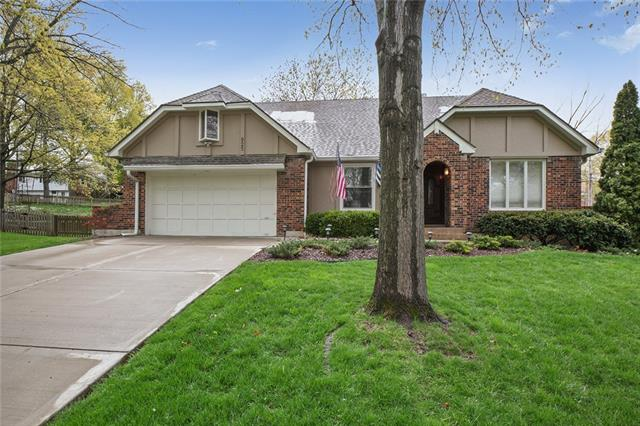 925 Saint Andrews Drive Property Photo - Kansas City, MO real estate listing