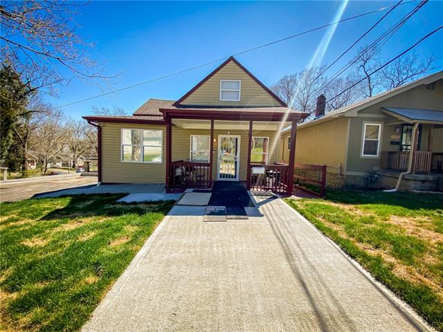 3711 E 68th Street Property Photo - Kansas City, MO real estate listing