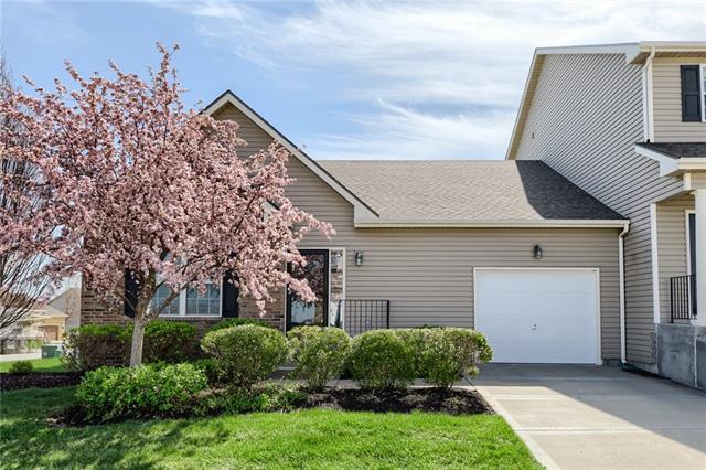 9437 N Amoret Street Property Photo - Kansas City, MO real estate listing