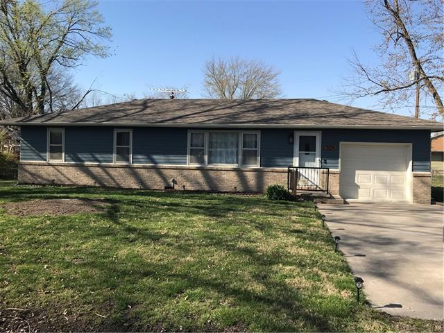 524 Pin Oak Street Property Photo - Adrian, MO real estate listing