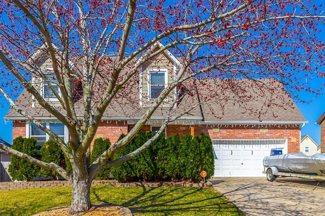 716 SE 10th Terrace Property Photo - Lee's Summit, MO real estate listing
