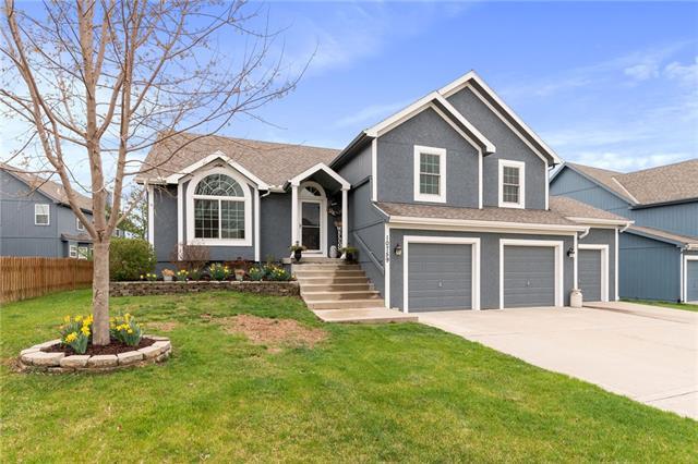 10759 N Laurel Avenue Property Photo - Kansas City, MO real estate listing