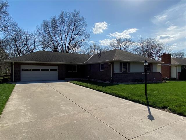 22 S Carriage Drive Property Photo - St Joseph, MO real estate listing