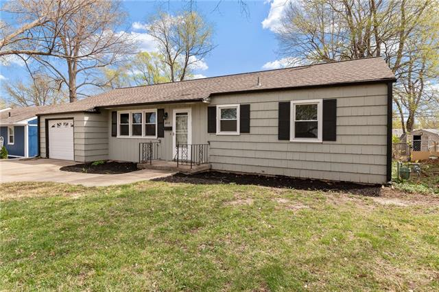 6217 Glenwood Street Property Photo - Mission, KS real estate listing