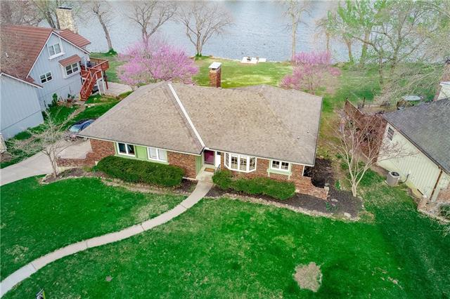 6829 Lakeshore Drive Property Photo - Raytown, MO real estate listing