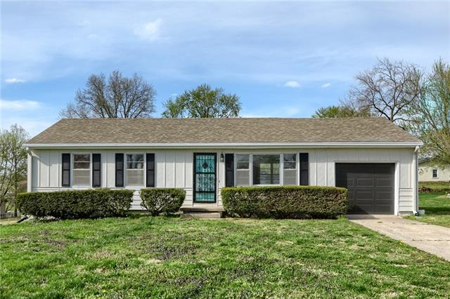 8406 Lavern Road Property Photo - Pleasant Valley, MO real estate listing
