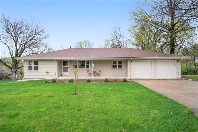 208 NW 54th Terrace Property Photo - Gladstone, MO real estate listing